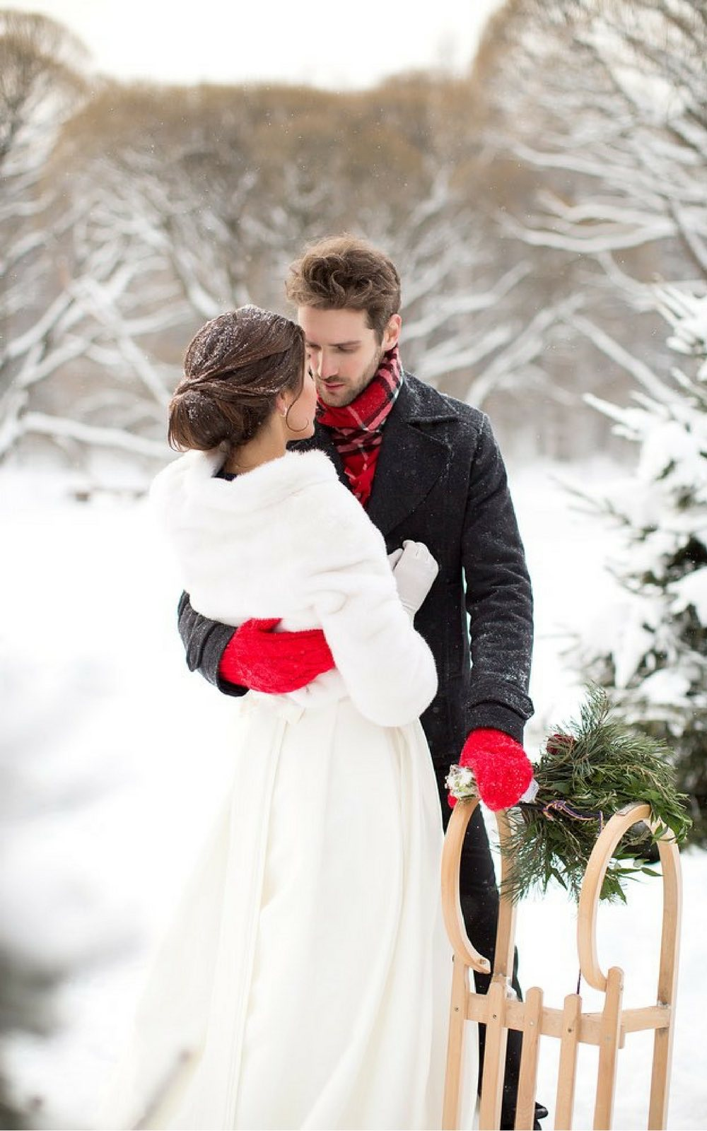 how to plan a winter wedding on a budget | winter destination wedding | how to plan a wedding in the off season to save money | save money wedding planning
