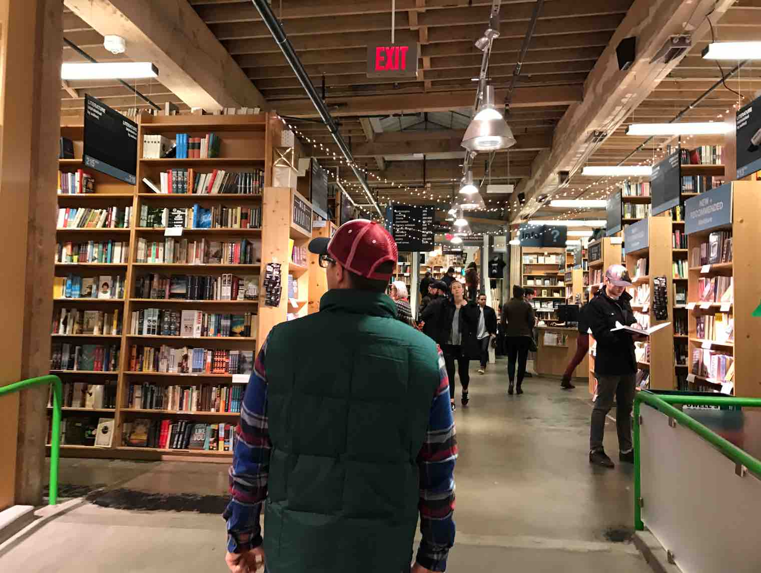 powells-bookstore-portland-things-to-do