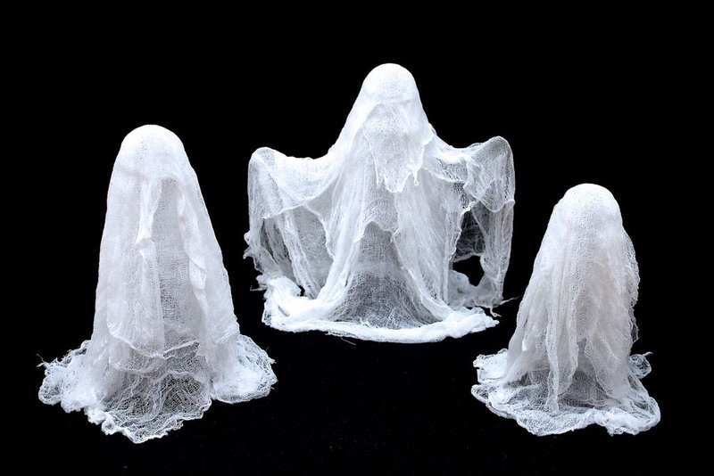 DIY Cheesecloth Ghosts Halloween Decorations