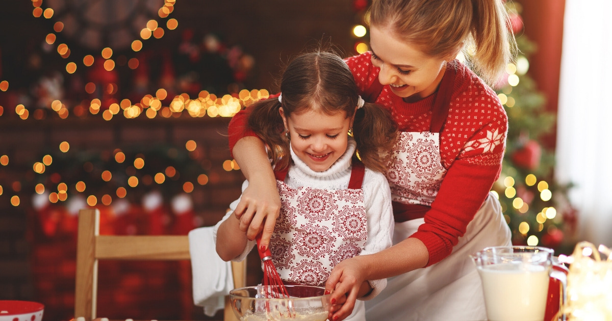 11 Free Christmas Traditions for Families in 2019