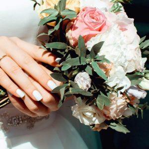 10 ways cut wedding costs