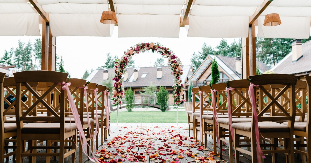 11 Backyard Wedding Ideas You Ll Fall In Love With