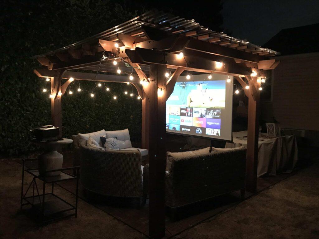 backyard movie theatre projector-min (1)